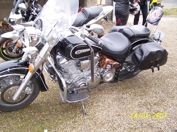 Mobilier Chambre Bebe Fille : peinture cuir moto HD harley davidson yamaha wildstar casque jante